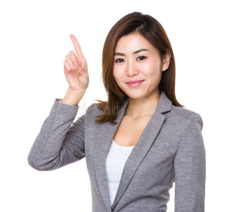 Ασιατική νέα επιχειρηματίας με το δάχτυλο επάνω στοκ φωτογραφία