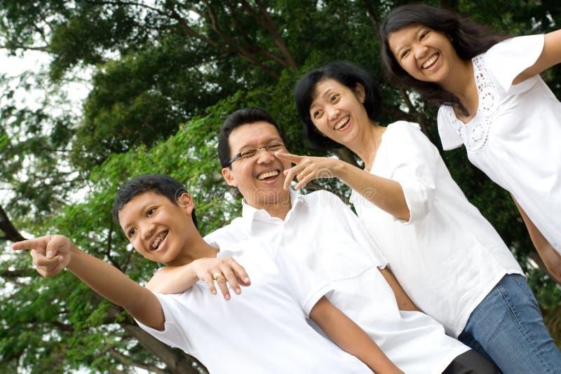 ασιατική οικογένεια ε&upsilon στοκ φωτογραφία με δικαίωμα ελεύθερης χρήσης