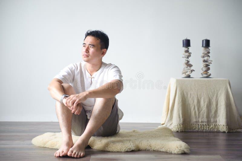 Download ασιατική σκέψη ατόμων στοκ εικόνες. εικόνα από υλοτομία - 22779242