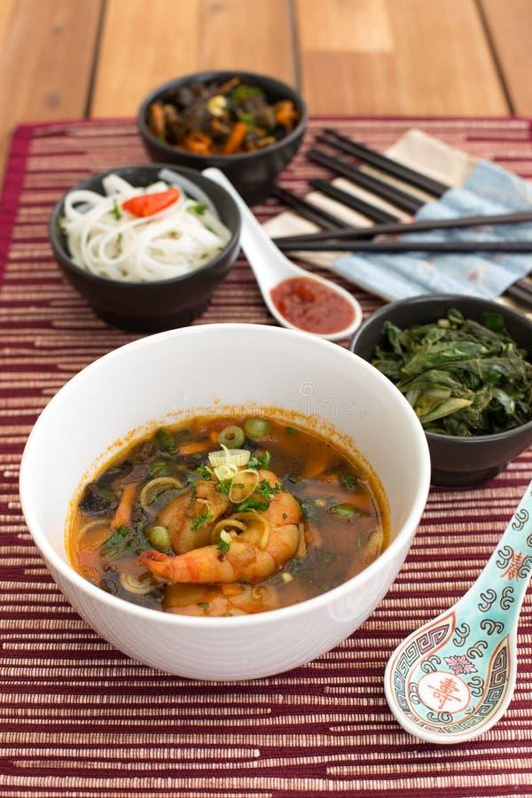 Ασιατική σούπα με τις γαρίδες στοκ φωτογραφία