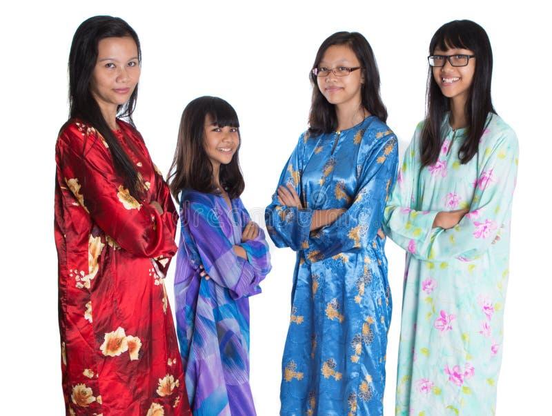 Ασιατική της Μαλαισίας μητέρα με τις κόρες Β στοκ εικόνες