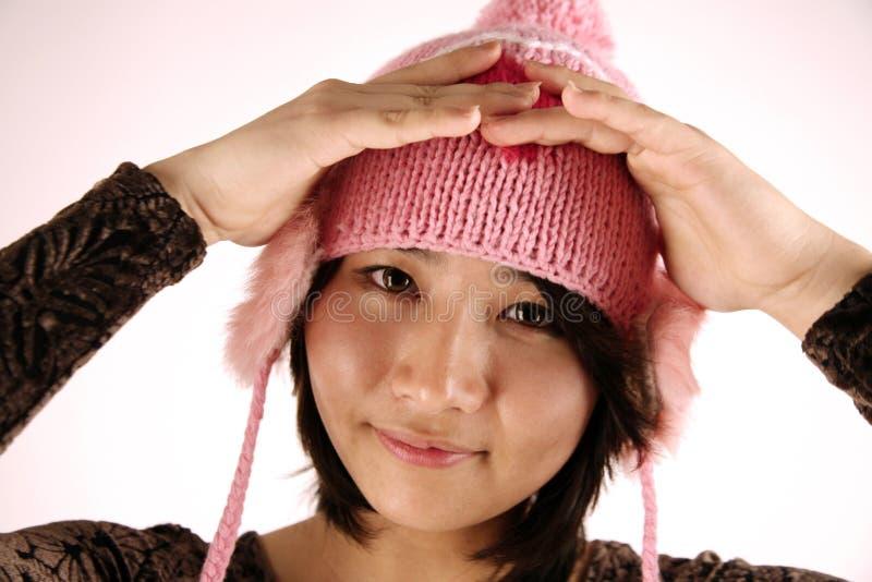 ασιατική χαριτωμένη φθορά καπέλων κοριτσιών στοκ φωτογραφία με δικαίωμα ελεύθερης χρήσης