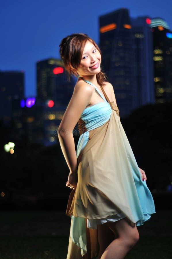 ασιατική όμορφη γυναίκα φ&omic στοκ εικόνα με δικαίωμα ελεύθερης χρήσης