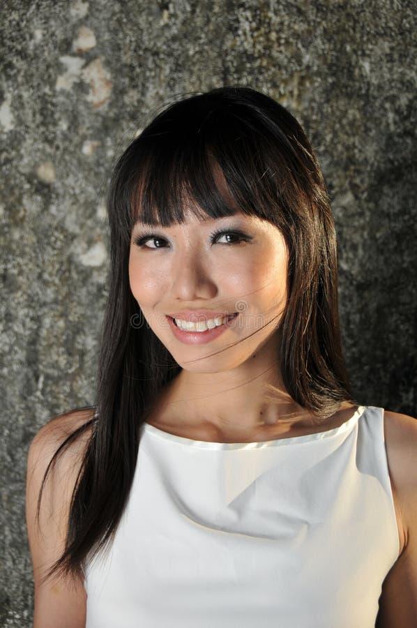 ασιατική όμορφη χαμογελώντας γυναίκα προσώπου στοκ εικόνα με δικαίωμα ελεύθερης χρήσης