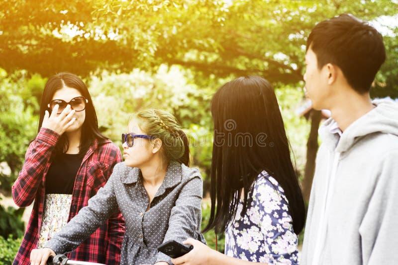 ασιατικοί έφηβοι στοκ φωτογραφίες