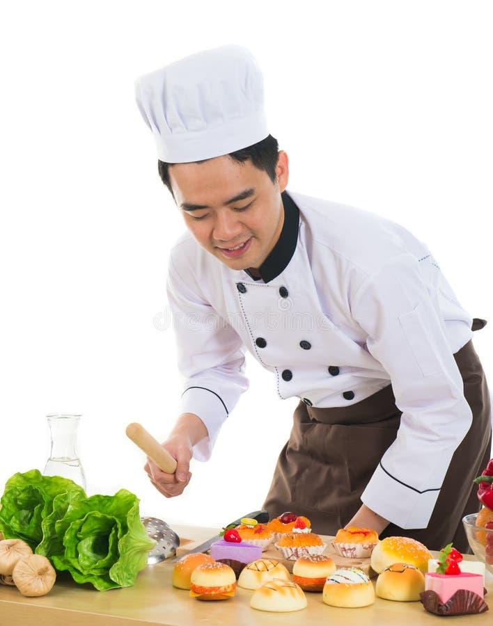 Ασιατικός αρσενικός αρχιμάγειρας στοκ φωτογραφία με δικαίωμα ελεύθερης χρήσης