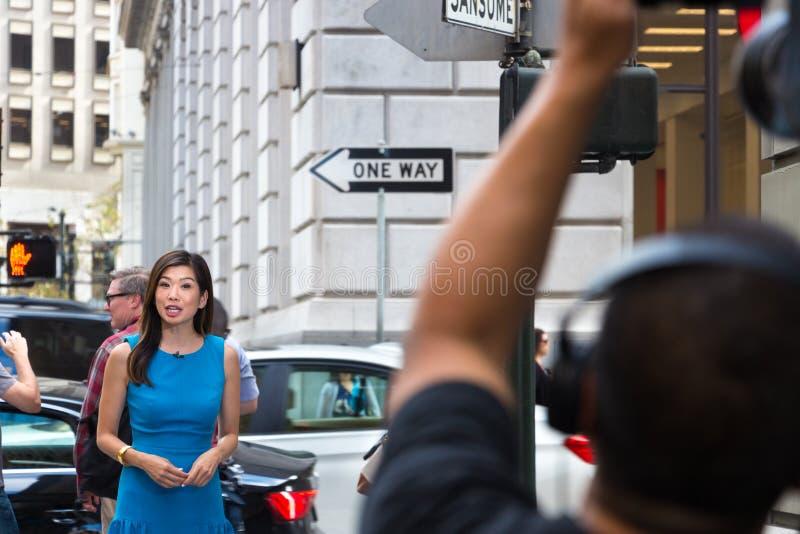 Ασιατικός θηλυκός δημοσιογράφος στοκ εικόνες