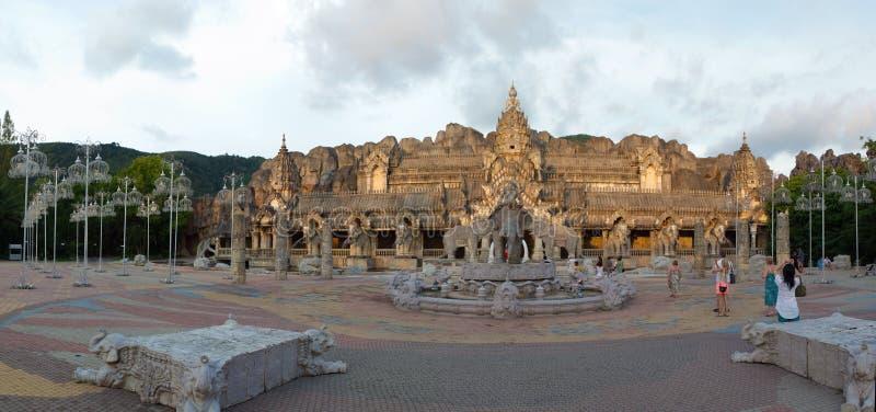 ασιατικός ναός πανοράματος ελεφάντων στοκ εικόνες με δικαίωμα ελεύθερης χρήσης