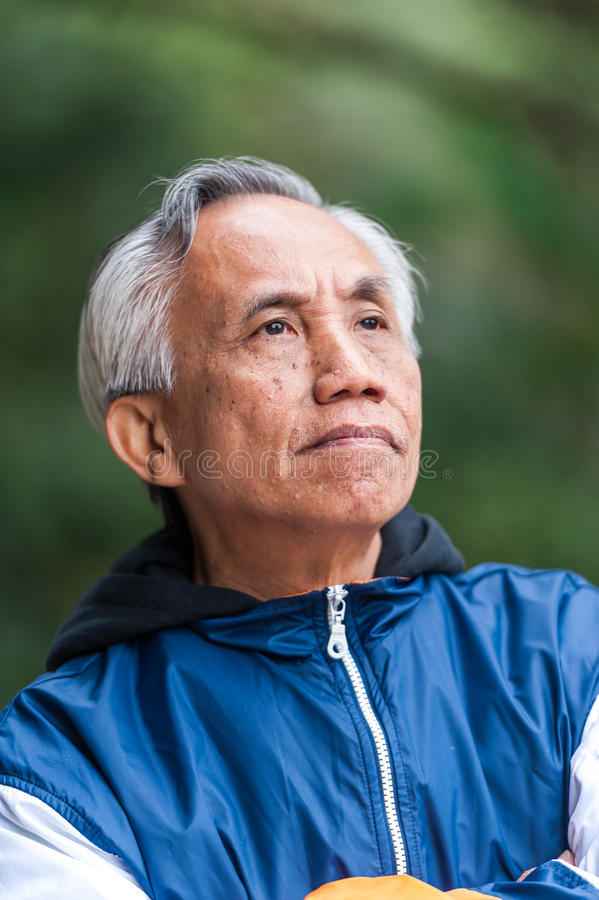 Ασιατικό αρσενικό ανώτερο πορτρέτο στοκ εικόνες