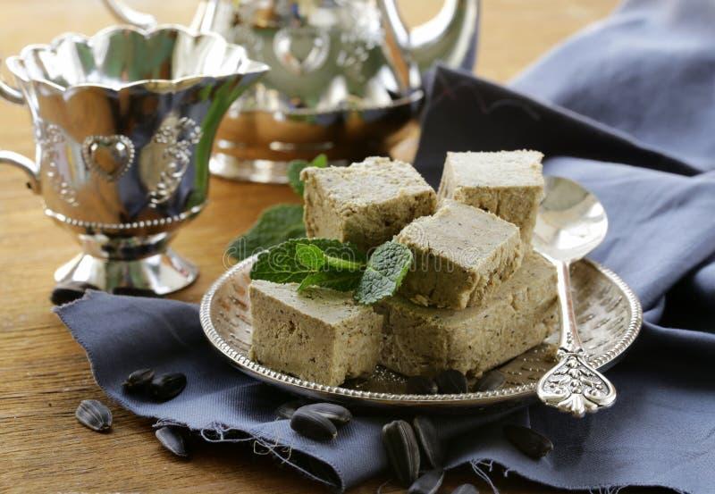 Ασιατικό επιδόρπιο των σπόρων ηλίανθων - halva στοκ εικόνες