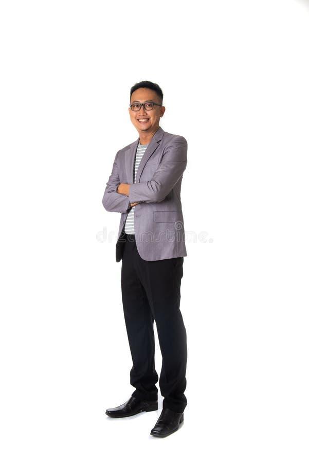 Ασιατικό επιχειρησιακό άτομο που απομονώνεται στο λευκό πλήρες σώμα στοκ εικόνα