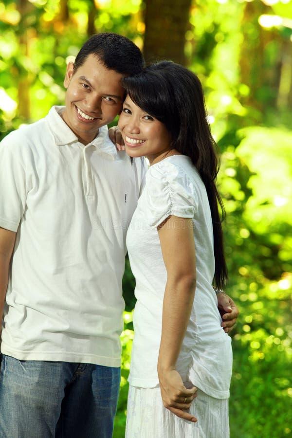 ασιατικό ζεύγος ευτυχέ&sig στοκ εικόνες με δικαίωμα ελεύθερης χρήσης