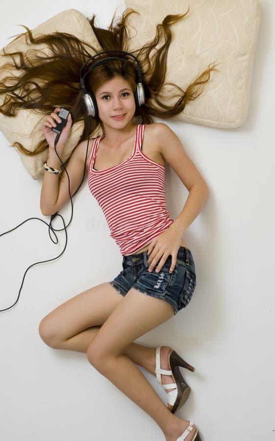 ασιατικό κάτω κορίτσι πο&upsilon στοκ εικόνες με δικαίωμα ελεύθερης χρήσης