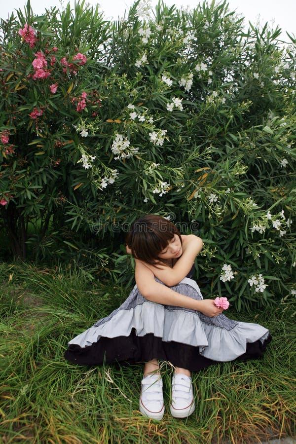 ασιατικό κορίτσι έξω στοκ φωτογραφία