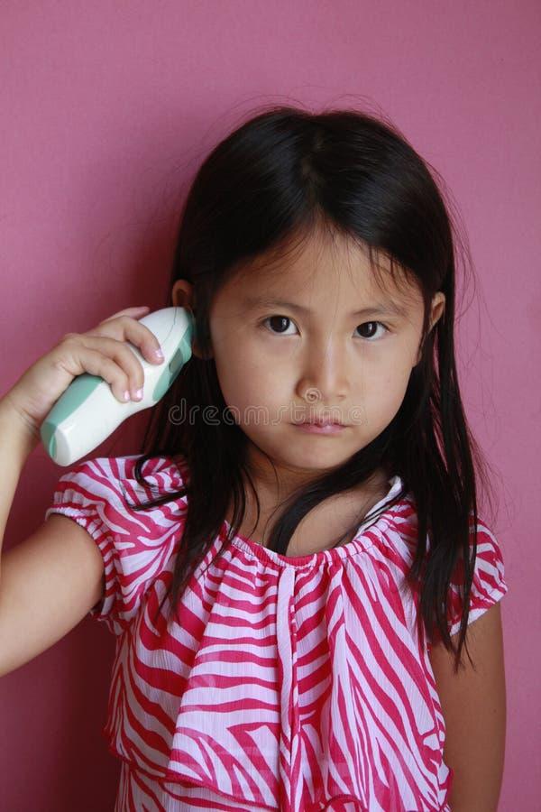 ασιατικό κορίτσι που παίρ&n στοκ εικόνες