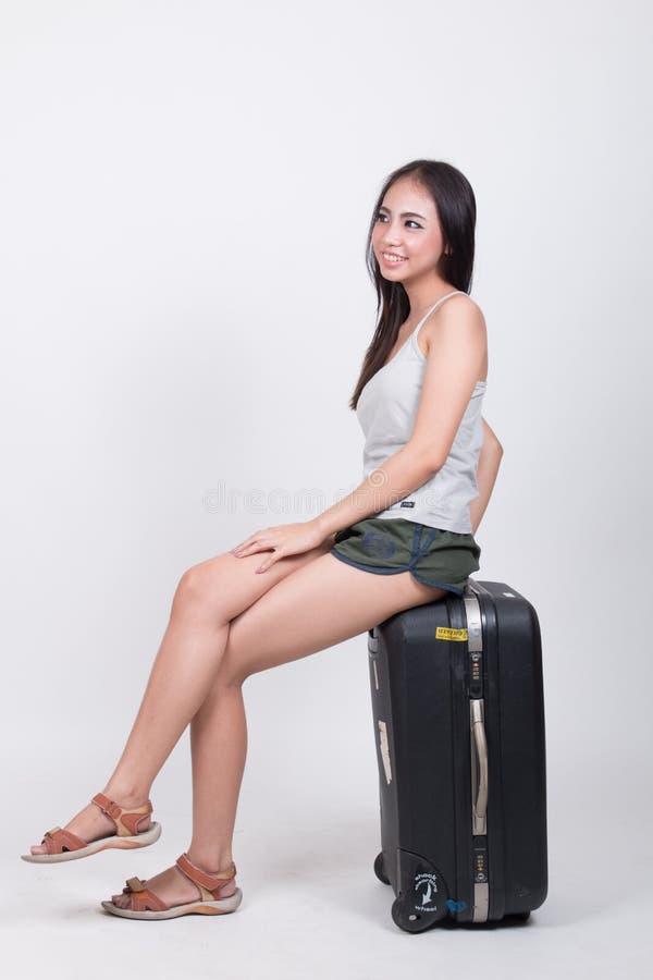 Ασιατικό κορίτσι στην έννοια ταξιδιού στοκ εικόνα