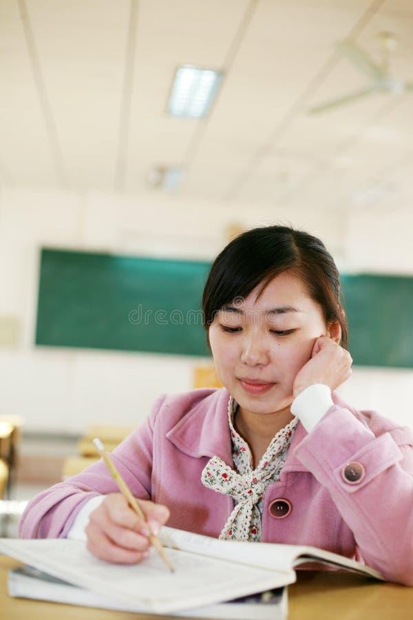 ασιατικό κορίτσι τάξεων στοκ εικόνα