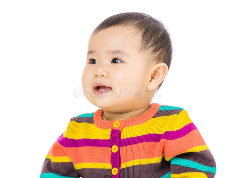 Ασιατικό μωρό που εξετάζει το αριστερό στοκ εικόνα με δικαίωμα ελεύθερης χρήσης