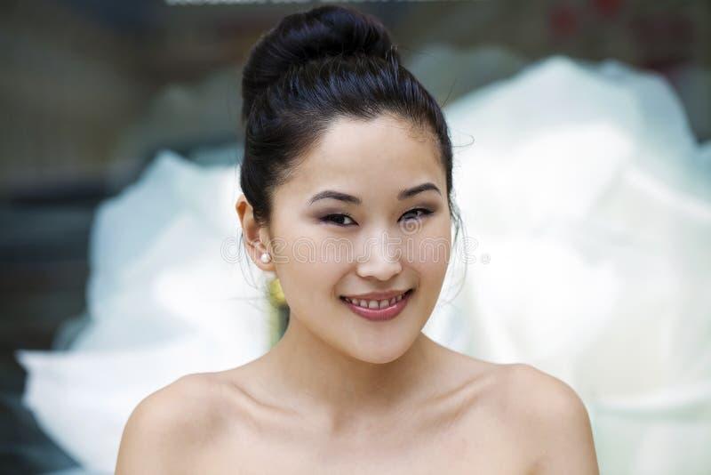 Ασιατικό πορτρέτο προσώπου ομορφιάς με την καθαρή και φρέσκια κομψή κυρία στοκ εικόνα
