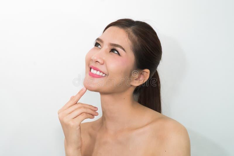 Ασιατικό πρόσωπο ομορφιάς, πορτρέτο κινηματογραφήσεων σε πρώτο πλάνο με καθαρό και φρέσκο κομψό στοκ φωτογραφίες