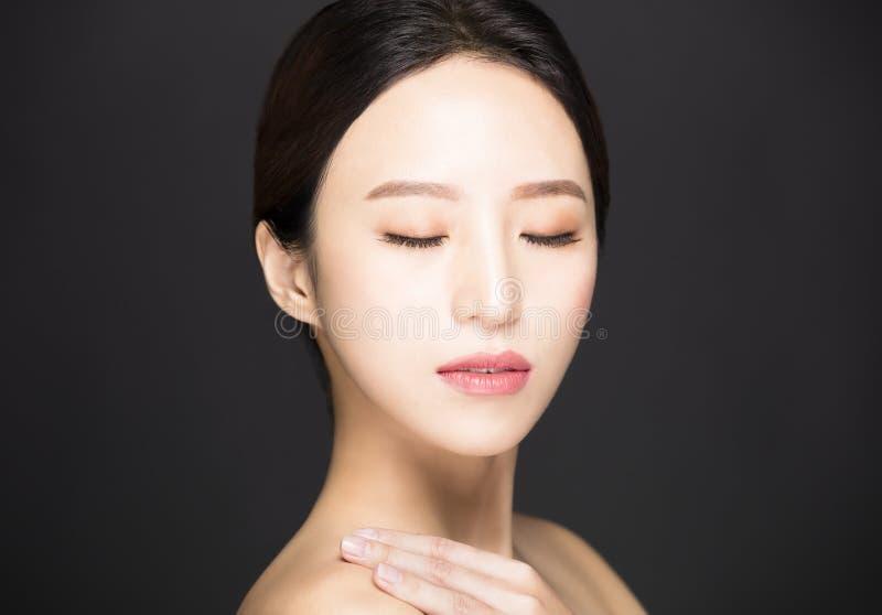 ασιατικό πρόσωπο ομορφιάς που απομονώνεται στο μαύρο υπόβαθρο στοκ φωτογραφίες με δικαίωμα ελεύθερης χρήσης