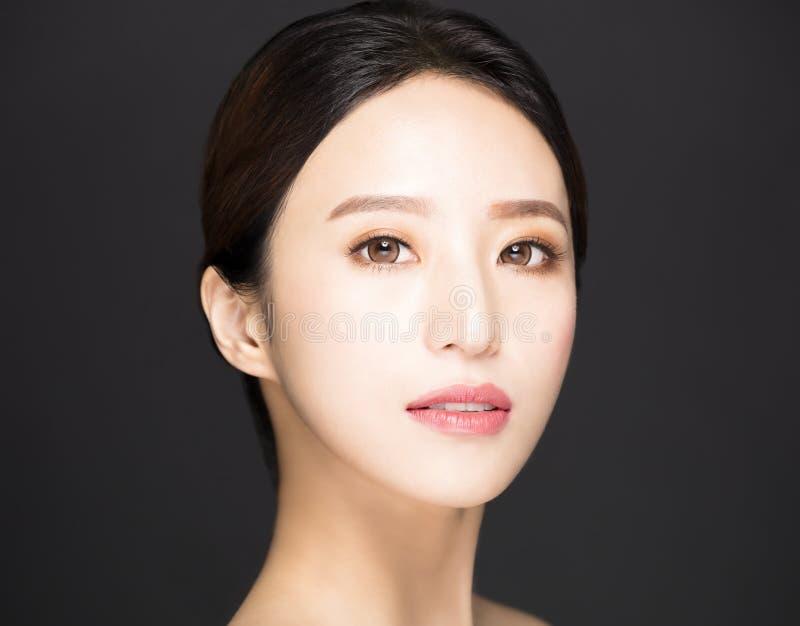 ασιατικό πρόσωπο ομορφιάς που απομονώνεται στο μαύρο υπόβαθρο στοκ φωτογραφία με δικαίωμα ελεύθερης χρήσης