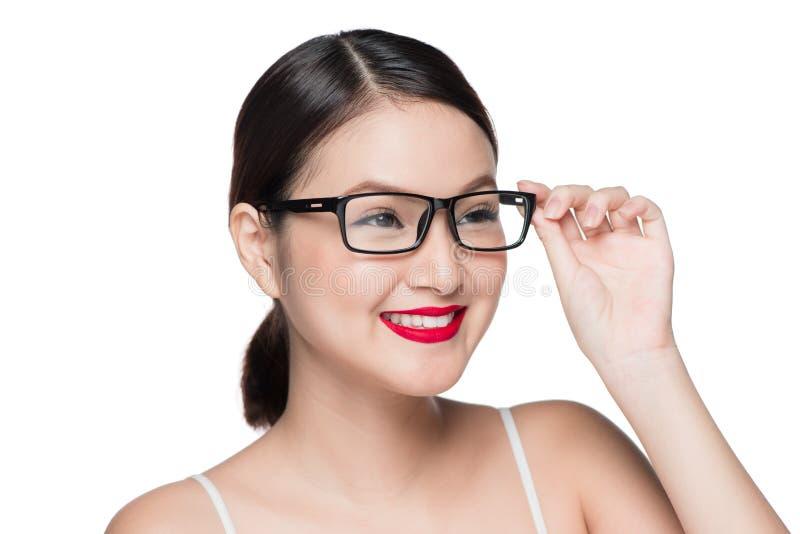 Ασιατικό πρότυπο κορίτσι ομορφιάς με το τέλειο δέρμα που φορά τα γυαλιά, isola στοκ εικόνα με δικαίωμα ελεύθερης χρήσης
