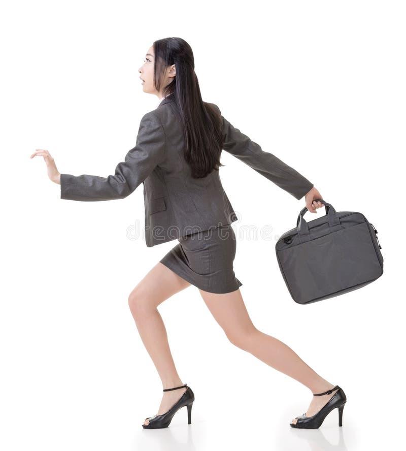 Ασιατικό τρέξιμο επιχειρηματιών στοκ φωτογραφία