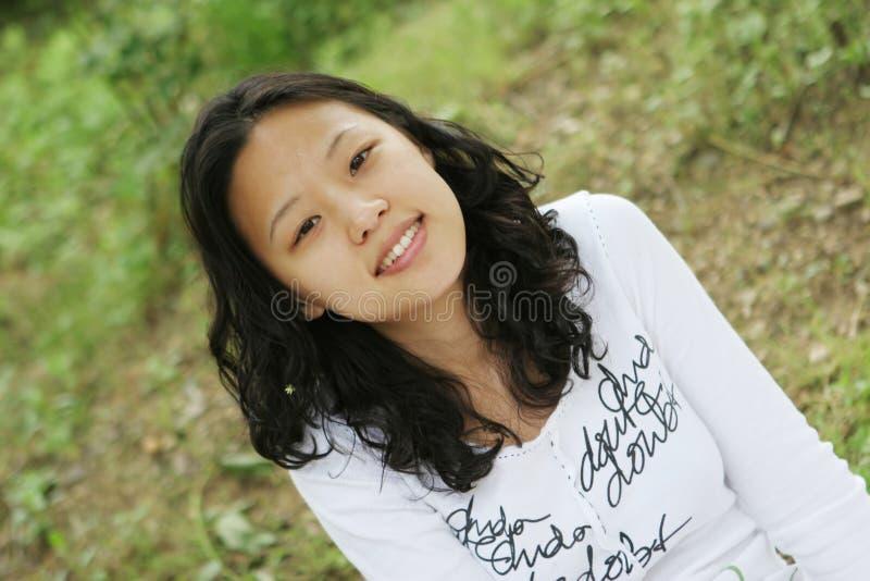 ασιατικό όμορφο χαμόγελο κοριτσιών στοκ φωτογραφίες