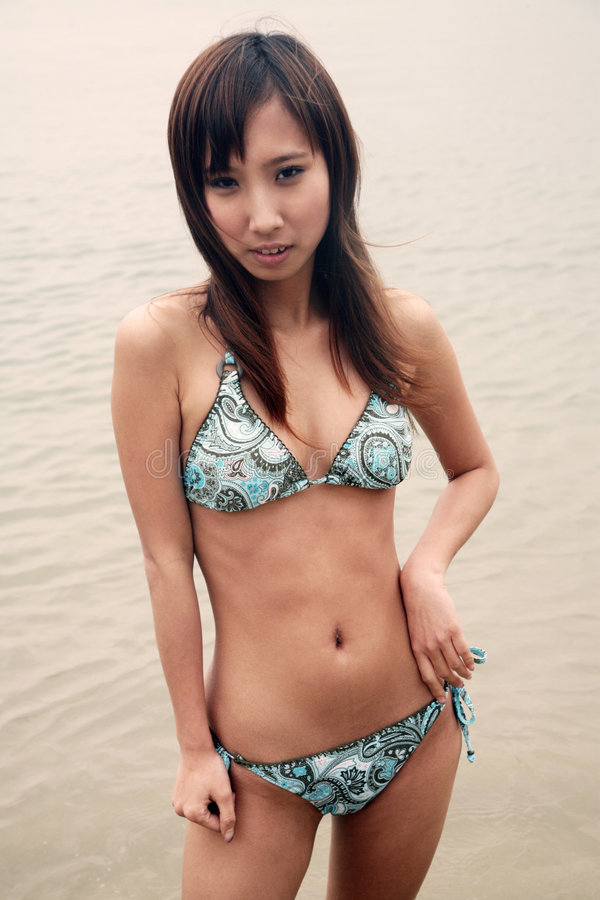 ασιατικό bikini χαριτωμένο κορίτσι στοκ εικόνες