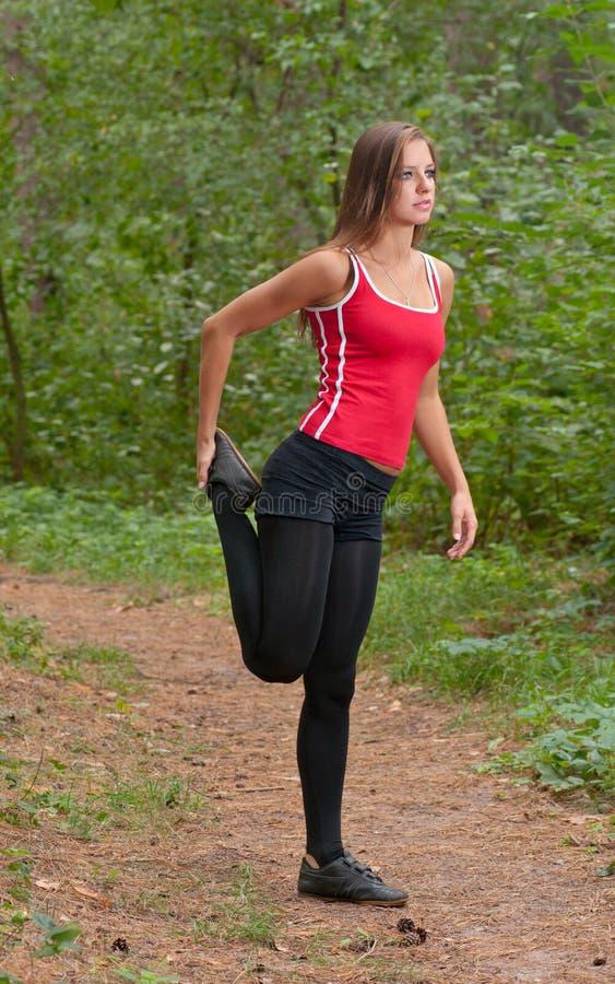 Ασκήσεις πρωινού στο πάρκο στοκ εικόνα με δικαίωμα ελεύθερης χρήσης