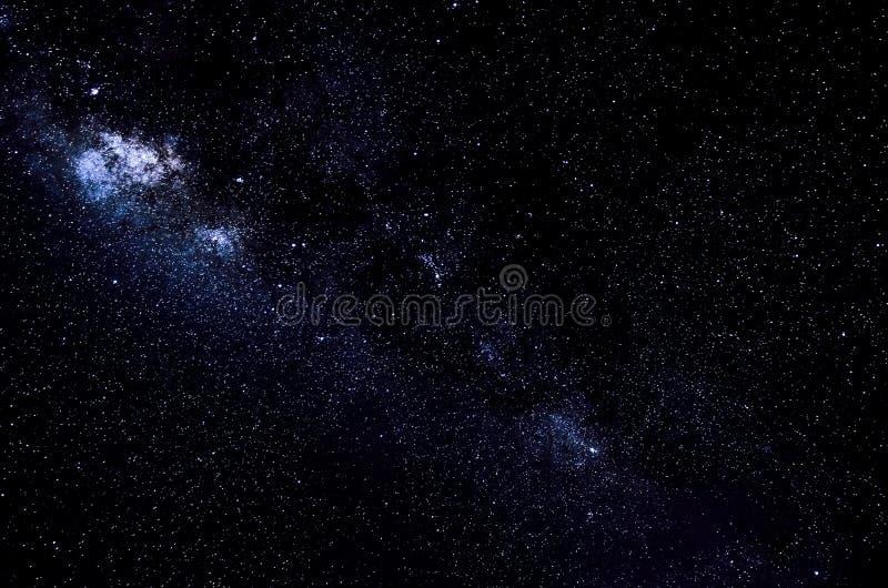 Αστέρια και διαστημικό υπόβαθρο νύχτας ουρανού γαλαξιών στοκ εικόνες