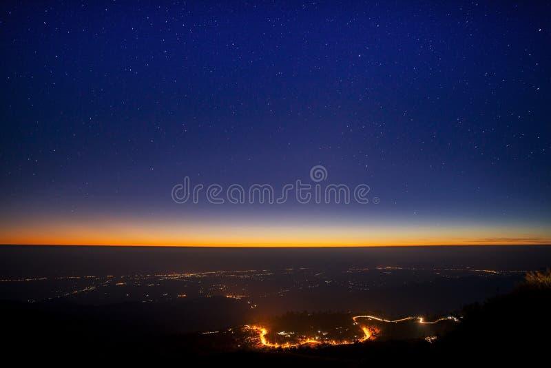 Αστέρια πέρα από το darkland στοκ φωτογραφία με δικαίωμα ελεύθερης χρήσης