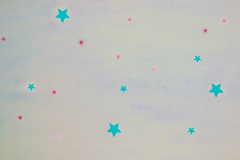 Αστέρια σε ένα άσπρο μπλε ανώτατο όριο σε ένα διαμέρισμα απεικόνιση αποθεμάτων
