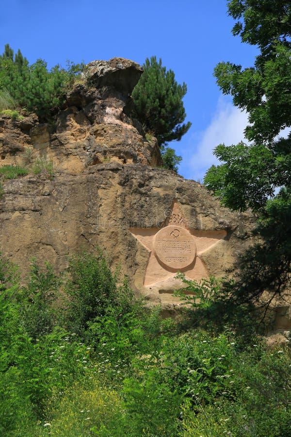 Αστέρι σε έναν βράχο με την επιγραφή στα γερμανικά kislovodsk Ρωσία στοκ εικόνα
