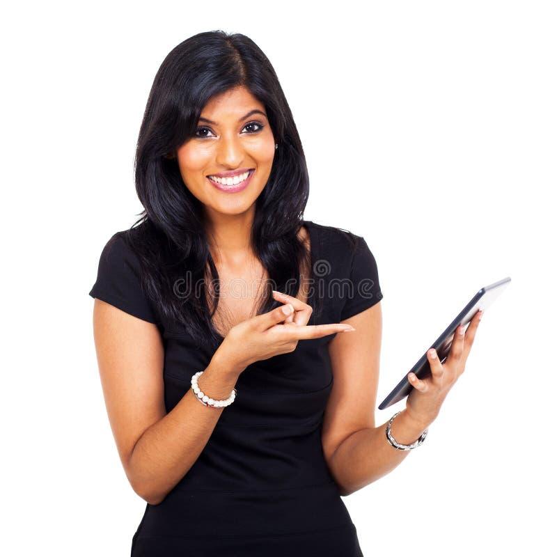 Χαριτωμένη ταμπλέτα γυναικών στοκ φωτογραφία με δικαίωμα ελεύθερης χρήσης