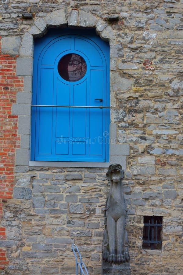 Αστεία πόρτα χωρίς σκαλοπάτια στοκ εικόνα με δικαίωμα ελεύθερης χρήσης