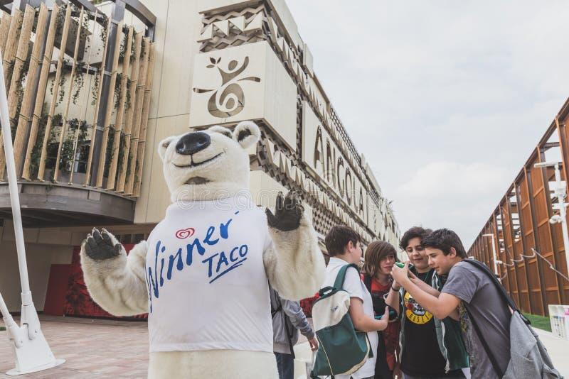 Αστείος αντέξτε το κοστούμι σε EXPO το 2015 στο Μιλάνο, Ιταλία στοκ εικόνες με δικαίωμα ελεύθερης χρήσης