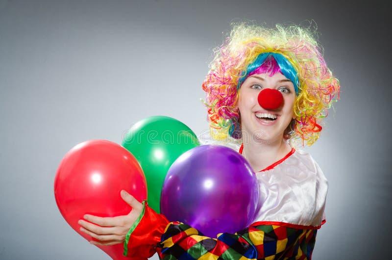 Download Αστείος κλόουν στην κωμική έννοια Στοκ Εικόνες - εικόνα από τσίρκο, μπαλονιών: 62707826