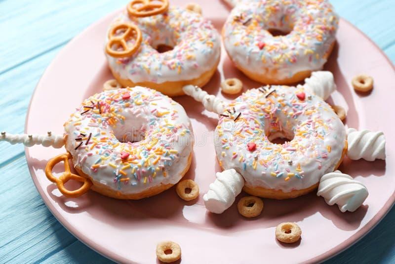 Αστείος που διακοσμείται donuts στοκ φωτογραφία με δικαίωμα ελεύθερης χρήσης
