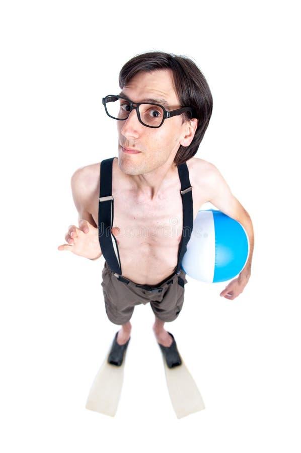 Αστείος τύπος nerd έτοιμος για την παραλία στοκ φωτογραφίες