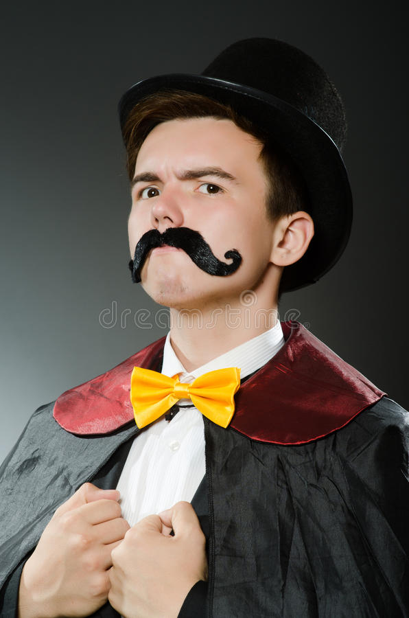 Download Αστείο άτομο μάγων που φορά Tophat Στοκ Εικόνες - εικόνα από μυστήριο, το: 62706108