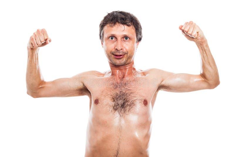 Αστείο άτομο που παρουσιάζει μυς στοκ εικόνες με δικαίωμα ελεύθερης χρήσης