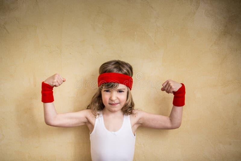 Αστείο ισχυρό παιδί στοκ φωτογραφία με δικαίωμα ελεύθερης χρήσης