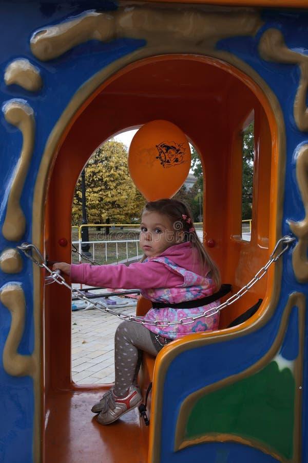 Download αστείο κορίτσι μπαλονιών &k Στοκ Εικόνες - εικόνα από χρώμα, φθινοπώρου: 13175298