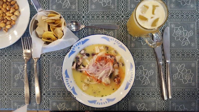 αστείο μεσημεριανό γεύμα της Γουινέας ανασκόπησης πέρα από το χρονικό λευκό πορτρέτου χοίρων στοκ εικόνα με δικαίωμα ελεύθερης χρήσης