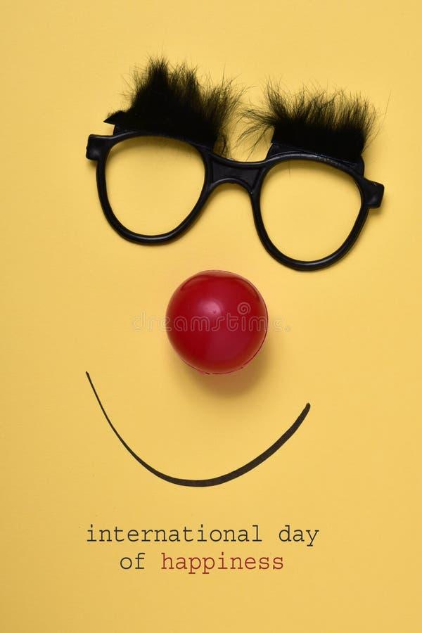 Αστείο πρόσωπο και διεθνής ημέρα κειμένων της ευτυχίας στοκ εικόνα με δικαίωμα ελεύθερης χρήσης
