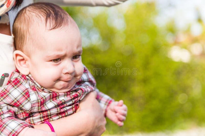 Αστείο πρόσωπο χαριτωμένων 6 μηνών μωρών στοκ φωτογραφίες με δικαίωμα ελεύθερης χρήσης