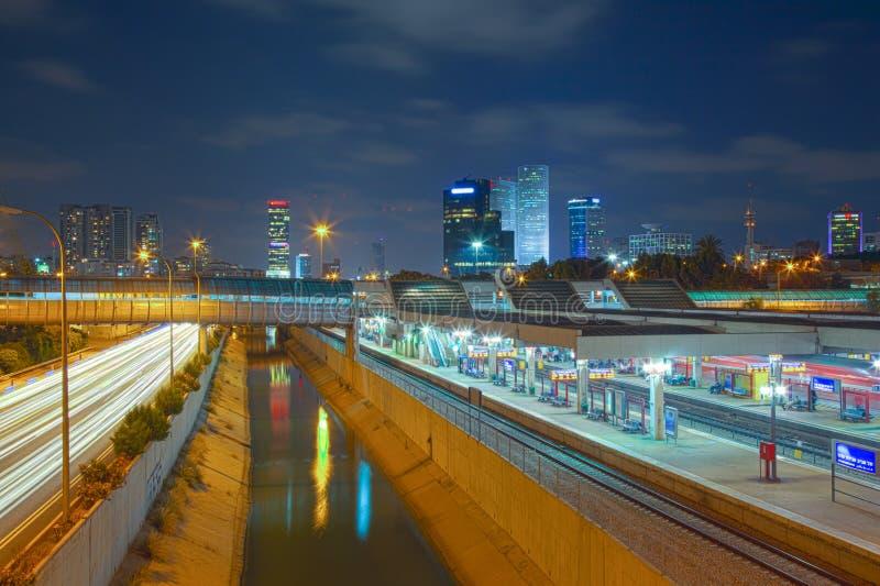 Αστική άποψη νύχτας του Τελ Αβίβ στοκ φωτογραφίες