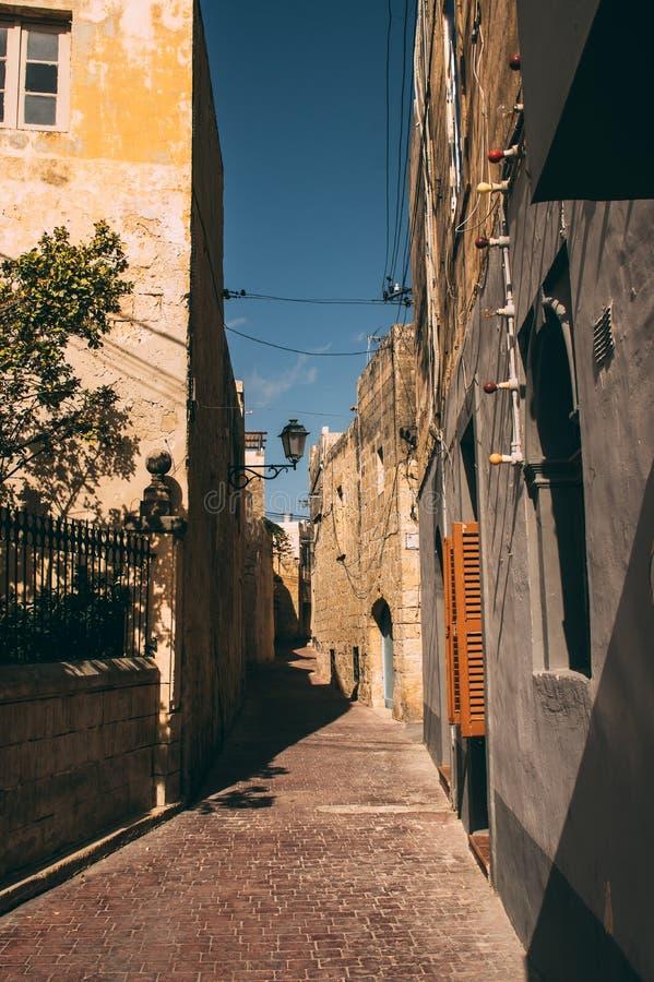 Αστική άποψη οδών στο κέντρο Siggiewi, Μάλτα στοκ εικόνες